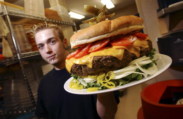 Oversized「Burger Wars Escalate As Restaurant Rolls Out 15-Pound Offering」:写真・画像(16)[壁紙.com]