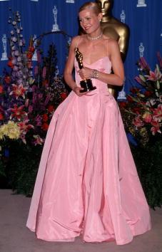 ピンク色のドレス「71th Annual Academy Awards - Pressroom」:写真・画像(18)[壁紙.com]