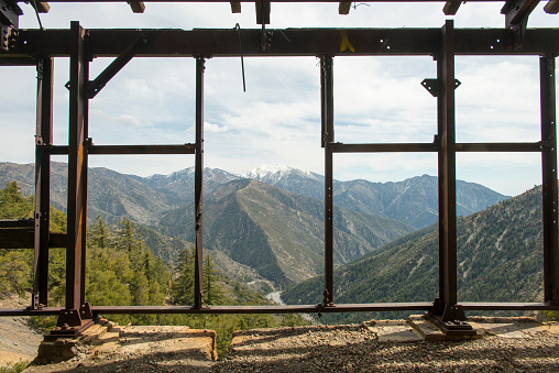 Angeles National Forest「Mountains are seen from an abandoned mine in Southern California.」:スマホ壁紙(10)