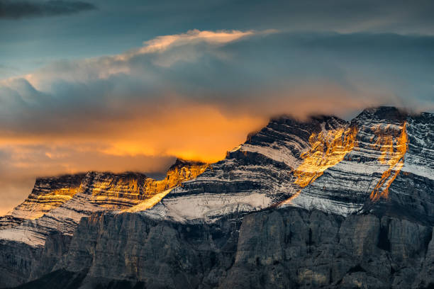 Mountains at sunrise, Two Jack Lake, Banff, Alberta, Canada:スマホ壁紙(壁紙.com)