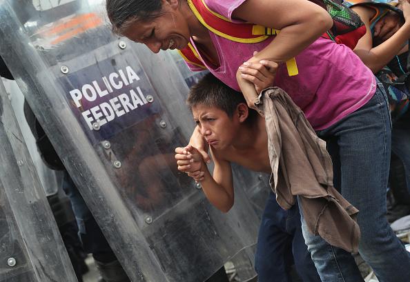 John Moore「Migrant Caravan Crosses Into Mexico From Guatemala」:写真・画像(17)[壁紙.com]