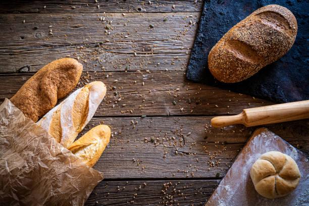 Bread varied group with copy space:スマホ壁紙(壁紙.com)