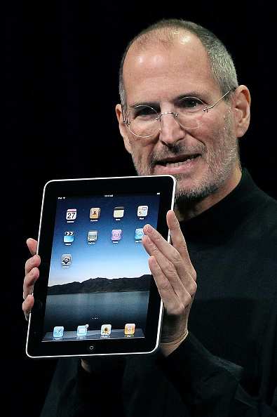 iPad「Apple Announces Launch Of New Tablet Computer」:写真・画像(17)[壁紙.com]