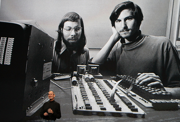Steve Jobs「Apple Announces Launch Of New Tablet Computer」:写真・画像(3)[壁紙.com]