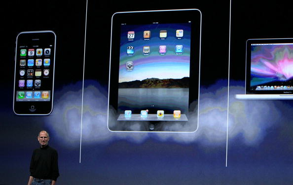 iPad「Apple Announces Launch Of New Tablet Computer」:写真・画像(10)[壁紙.com]