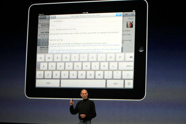 iPad「Apple Announces Launch Of New Tablet Computer」:写真・画像(11)[壁紙.com]