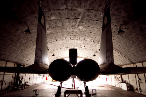 Airplane Hangar「An F-15C Baz of the Israeli Air Force inside its hardened shelter at Ovda Air Force Base, Israel.」:スマホ壁紙(17)