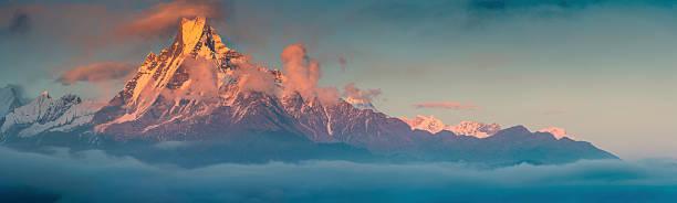 Golden mountain sunset Machapuchare sacred Himalaya peak:スマホ壁紙(壁紙.com)