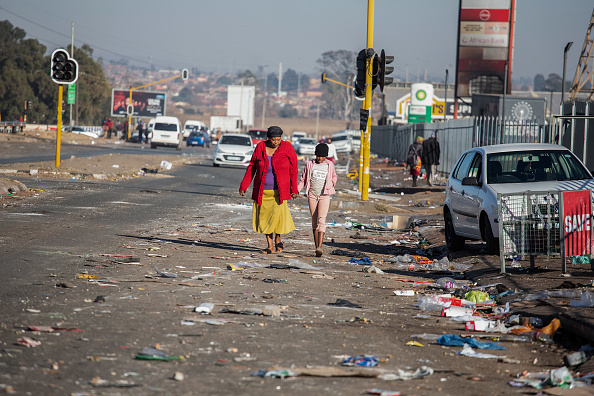 South Africa「Violence And Looting Continue In Gauteng」:写真・画像(9)[壁紙.com]