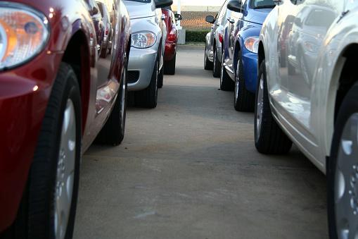 Car Dealership「In between parked cars」:スマホ壁紙(4)