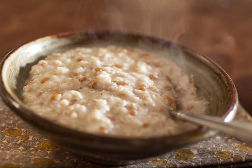 Macrobiotic Diet「Steaming bowl of oatmeal porridge」:スマホ壁紙(15)