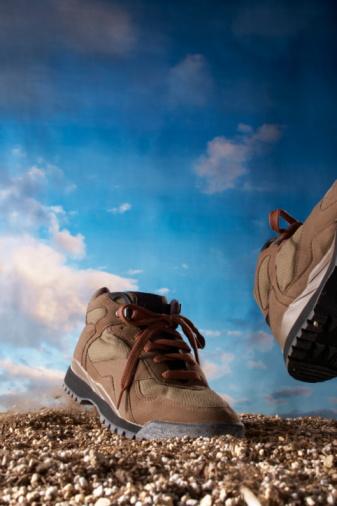 ペア「Shoes walking on dirt, computer graphic」:スマホ壁紙(6)