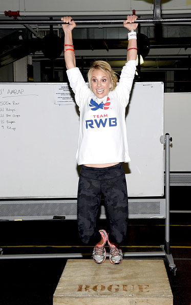 Adhesive Bandage「Band-Aid Brand & Team Red, White And Blue Host CrossFit Event For Veteran Heroes With Tim & Elisabeth Hasselbeck」:写真・画像(8)[壁紙.com]