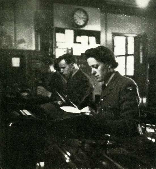 WAAF「On Signals Duty」:写真・画像(12)[壁紙.com]