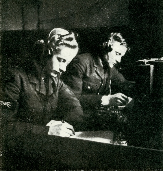 WAAF「On Signals Duty」:写真・画像(4)[壁紙.com]