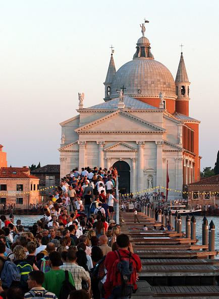 Marco Di Lauro「Venetians Celebrate The Annual Festa Del Redentore」:写真・画像(6)[壁紙.com]
