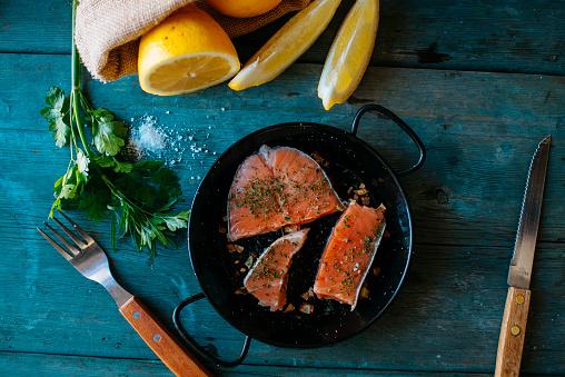 Salt - Seasoning「Salmon fillets on plate with parsley, lemon and salt」:スマホ壁紙(14)