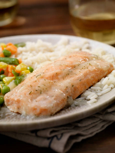 Salmon Fillet with a Lemon Dill Sauce, Rice and Mixed Vegetables:スマホ壁紙(壁紙.com)