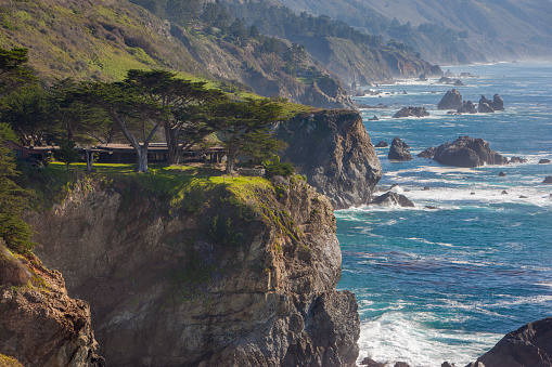 Big Sur「Home surrounded by cypress trees, Big Sur, California」:スマホ壁紙(1)
