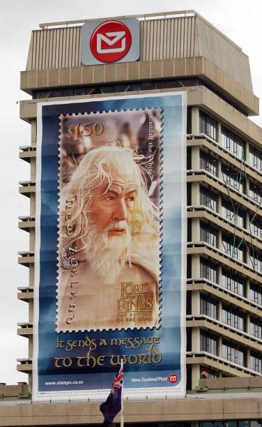 A giant stamp mural of Sir Ian McKellen as Gandalf:ニュース(壁紙.com)