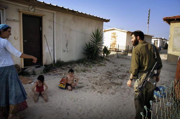 School Bus「Preparations Continue For Israeli Withdrawl From Gaza」:写真・画像(14)[壁紙.com]