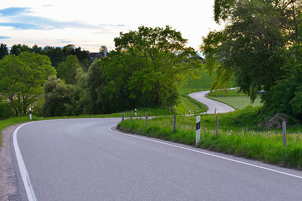 Country Road in Spring:スマホ壁紙(壁紙.com)
