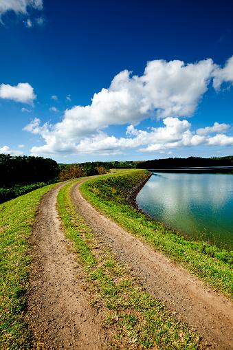雲「湖国の道路」:スマホ壁紙(16)