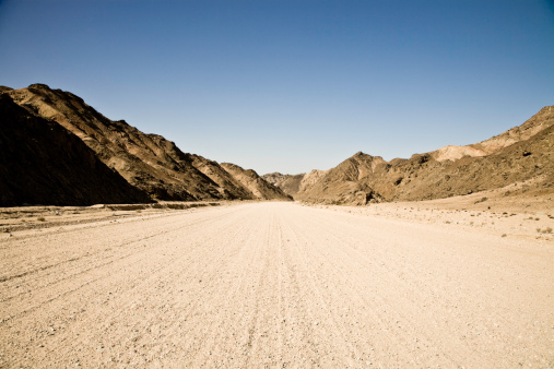 Namibia「Country Road through Mountains」:スマホ壁紙(3)