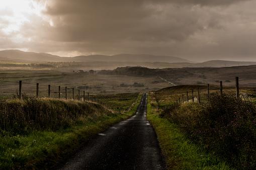 Farm「Country Road on Islay Scotland」:スマホ壁紙(9)