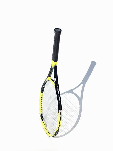 Tennis racket on white background:スマホ壁紙(壁紙.com)