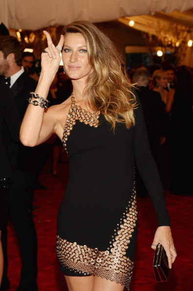 "Hand Sign「""PUNK: Chaos To Couture"" Costume Institute Gala」:写真・画像(1)[壁紙.com]"