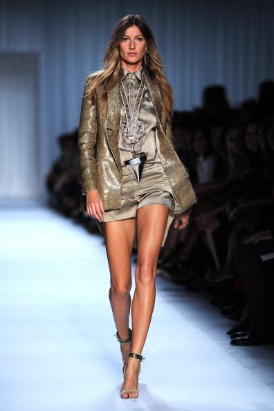 Womenswear「Givenchy: Runway - Paris Fashion Week Spring / Summer 2012」:写真・画像(2)[壁紙.com]