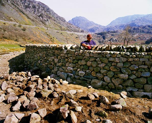 Run-Down「Dry Stone Waller, blaen-y-Nant, Nant Francon Valley, Snowdonia, Gwynedd, Wales.」:写真・画像(15)[壁紙.com]