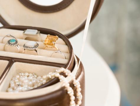 Jewelry「Jewellery in jewellery box, Close-up, cropped」:スマホ壁紙(17)