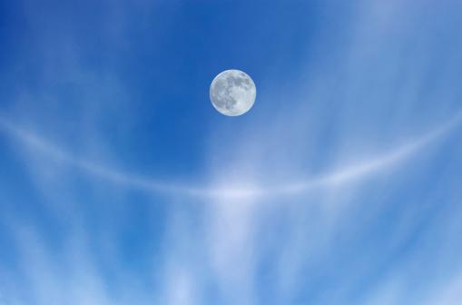 月「Sky and moon」:スマホ壁紙(5)