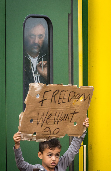 Concepts「Migrants Refuse To Leave Train Stopped By Police At Hungarian Station」:写真・画像(17)[壁紙.com]