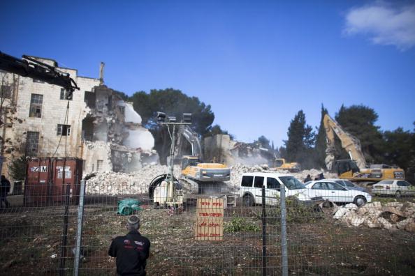 Construction Machinery「Israelis Demolish Shepherd Hotel In Jerusalem」:写真・画像(8)[壁紙.com]