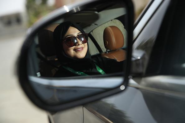 運転手「Women Begin Driving In Saudi Arabia」:写真・画像(15)[壁紙.com]