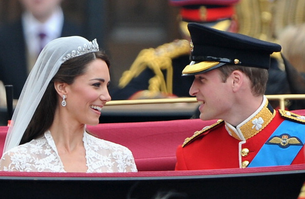Earring「Royal Wedding - Carriage Procession To Buckingham Palace And Departures」:写真・画像(12)[壁紙.com]