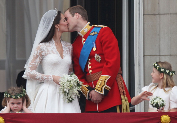 バルコニー「Royal Wedding - The Newlyweds Greet Wellwishers From The Buckingham Palace Balcony」:写真・画像(17)[壁紙.com]