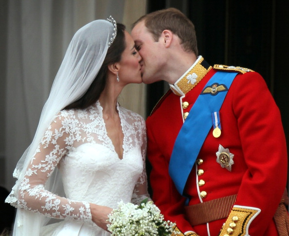 Wedding「Royal Wedding - The Newlyweds Greet Wellwishers From The Buckingham Palace Balcony」:写真・画像(4)[壁紙.com]