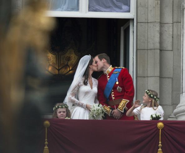Tom Stoddart Archive「Royal Couple Kiss」:写真・画像(6)[壁紙.com]