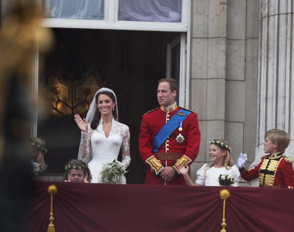 Sarah Burton for Alexander McQueen「Royal Wedding Couple」:写真・画像(3)[壁紙.com]