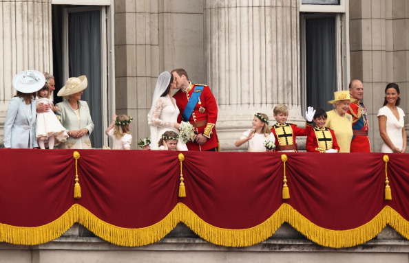 Flower Girl「Royal Wedding - The Newlyweds Greet Wellwishers From The Buckingham Palace Balcony」:写真・画像(14)[壁紙.com]
