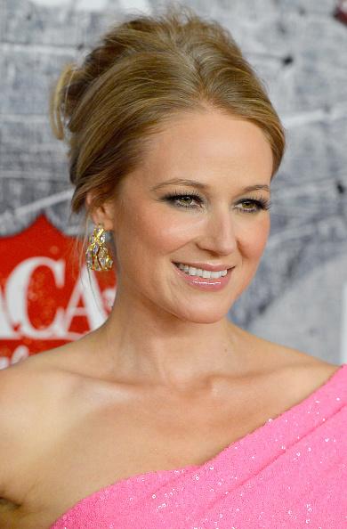 Gold Hoop Earring「2012 American Country Awards - Arrivals」:写真・画像(10)[壁紙.com]