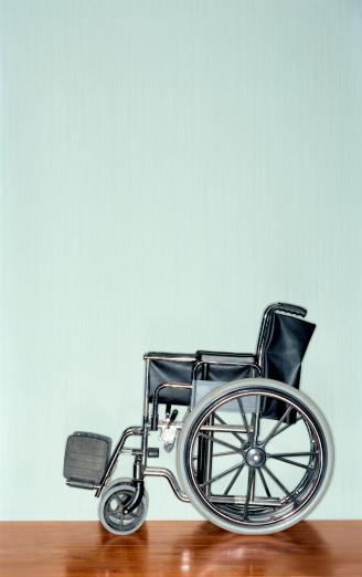 Healing「Wheelchair with copy space」:スマホ壁紙(0)