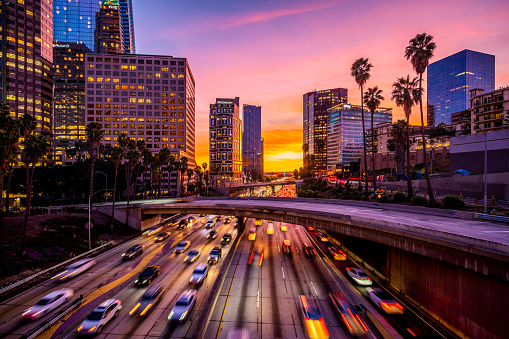 Financial District「Busy traffic in Downtown Los Angeles at sunset」:スマホ壁紙(9)