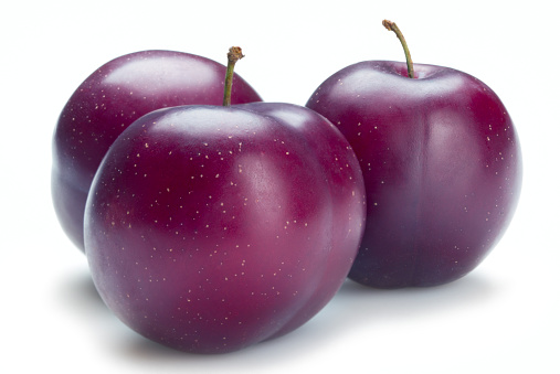 Plum「Three ripe plums isolated on a white background」:スマホ壁紙(9)