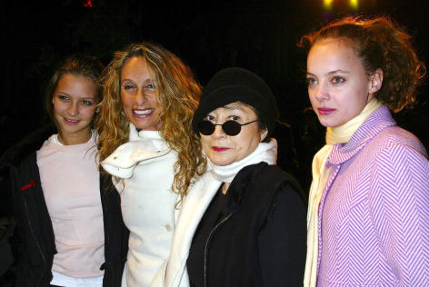 Annabelle Dexter Jones「Zac Posen Fall/Winter 2003 Fashion Show」:写真・画像(3)[壁紙.com]