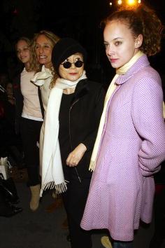 Annabelle Dexter Jones「Zac Posen Fall/Winter 2003 Fashion Show」:写真・画像(4)[壁紙.com]